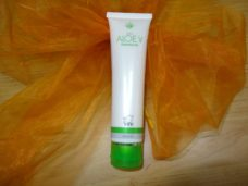 DXN Aloe vera cleanser sets natural skin pH balance